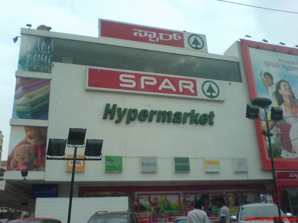 Spar behoort tot de 1% van de grote winkelcentra in India. Inmiddels heeft Spar haar 8ste vestiging geopend.